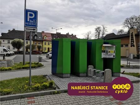 Nabíjecí stanice pro elektrokola - Parkoviště Jeseník