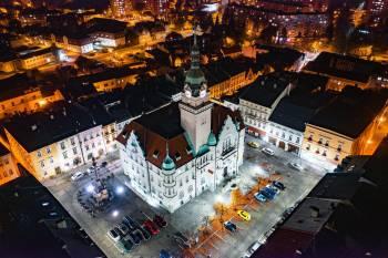 Vlakem do malé Vídně. Šumperk má architekturu, výhledy, tajemné skály i anděly