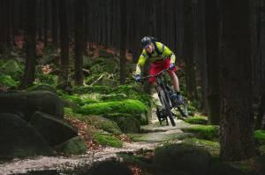 Jesenické singletreky a bikeparky lákají velké a malé bikery